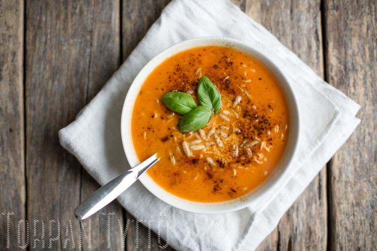 Tomaatti vuohenjuusto keitto