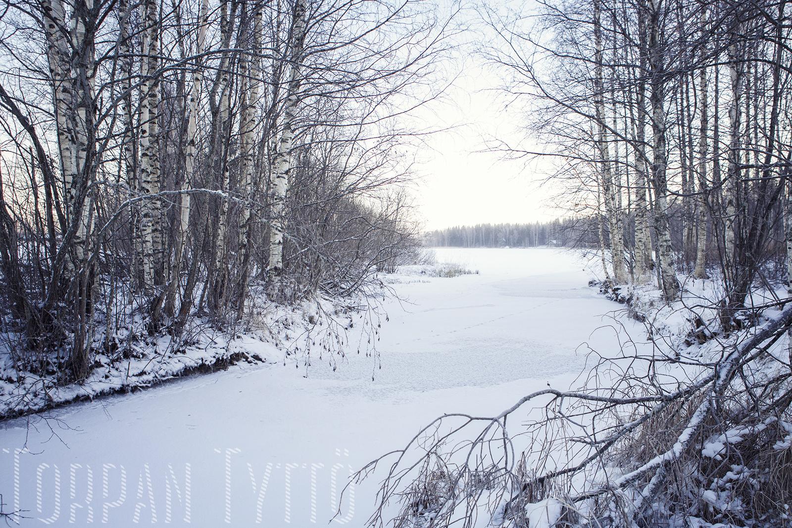 Talvi maalla joki